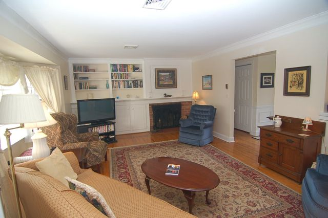 cedar_st._living_room_640